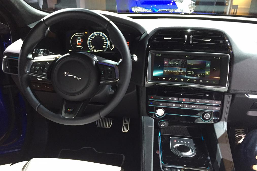 La nouvelle jaguar f pace for Interieur jaguar f pace