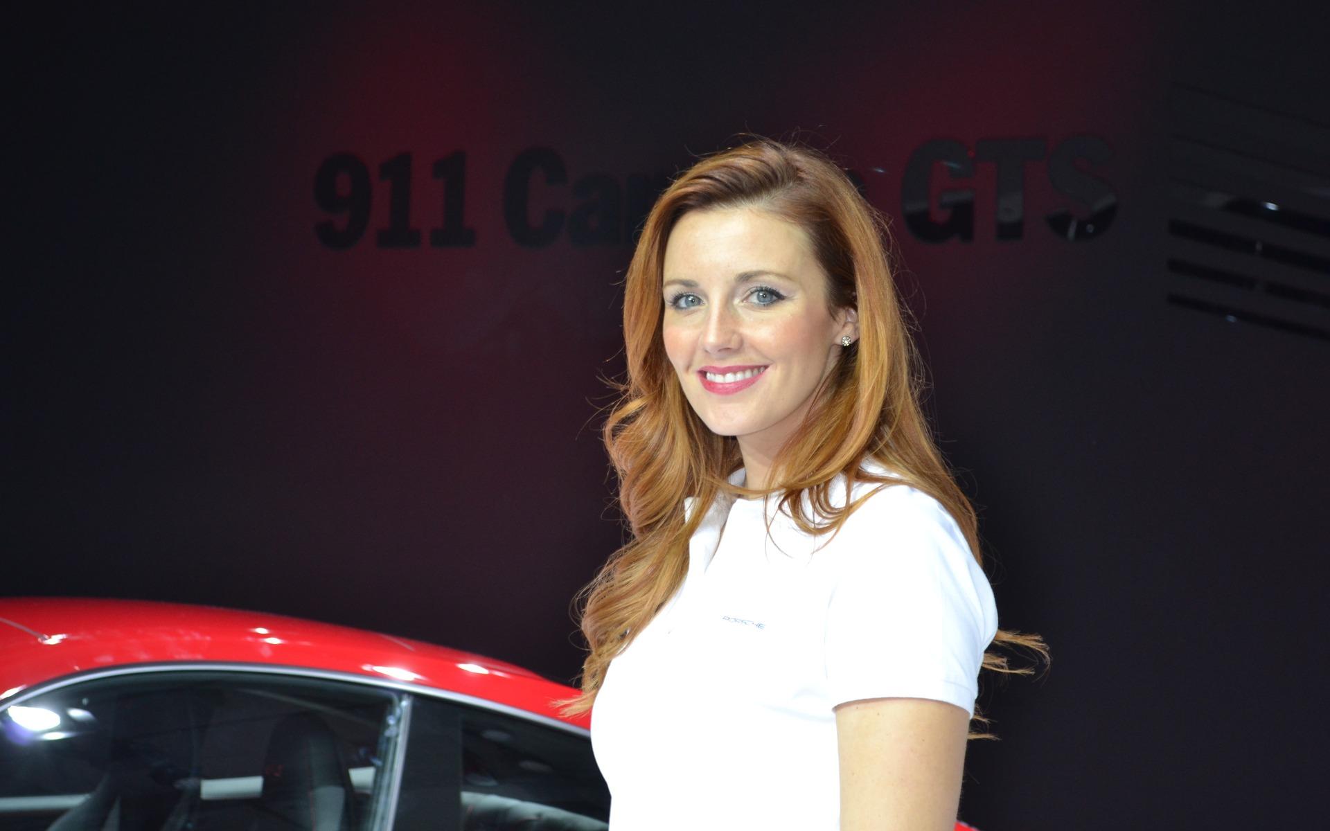 The girls of the l a autoshow for Salon de l auto a lyon