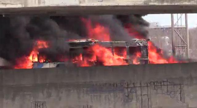0415-mtl-bus-fire