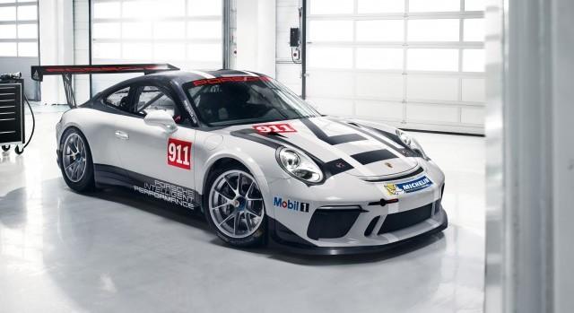 Une nouvelle édition de la voiture de course la plus vendue au monde, la Porsche 911 GT3 Cup, sera présente sur la ligne de départ des circuits de course du monde entier à compter de 2017. (Groupe CNW/Automobiles Porsche Canada)